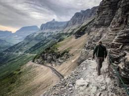 walking the rim rocks at high line trail glacier